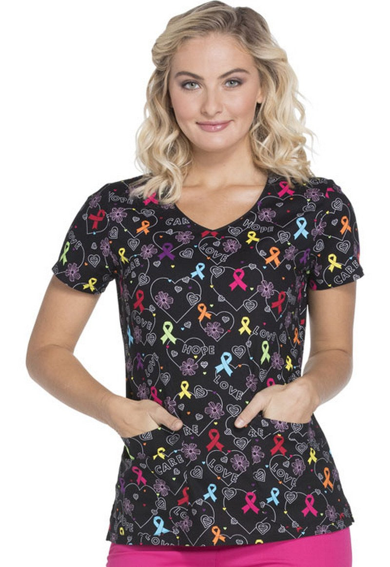 Dickies Women's V-Neck Print Top ( Hopeful Hearts)