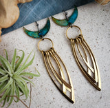 Crescent Moons with Curved Fringe