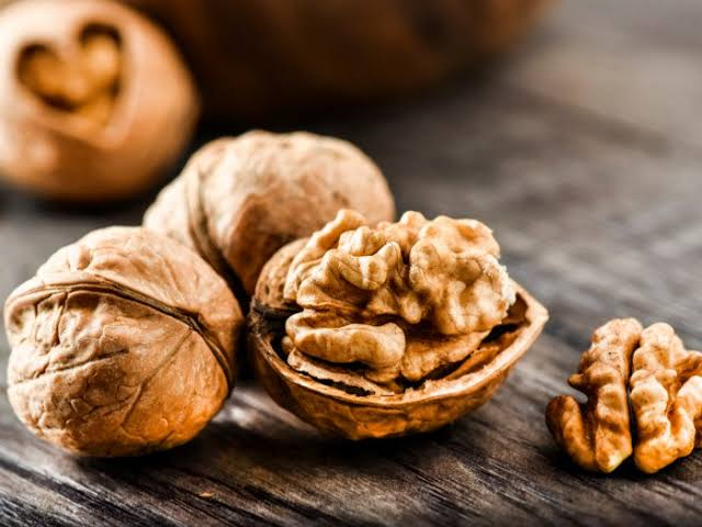 Walnuts healthy snack good for skin