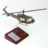 UH-1D HUEY GUNSHIP 1/40