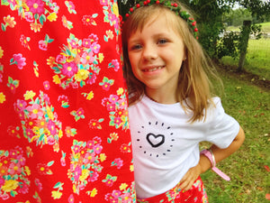 Kids organic printed tee- heart burst