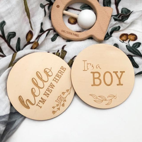 "One.Chew.Three Wooden ""I'm New Here"" Plaque - Natural Foliage Design"