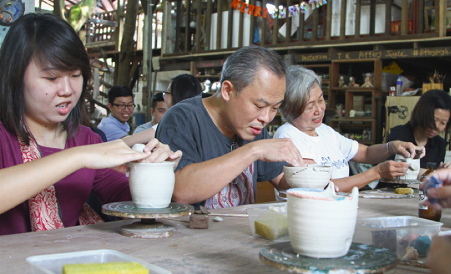 09-pottery-class-with-mum