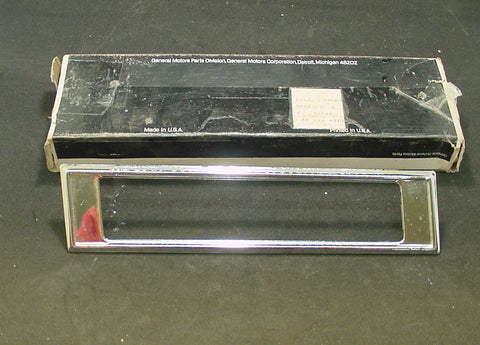 Side Marker Light Bezel RH 1971-72 Pontiac Full Size NOS Chrome #5963948