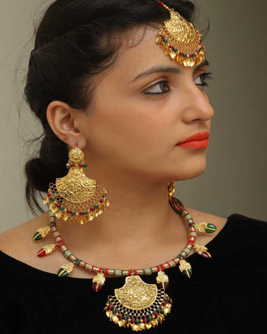 Insha Rubby Panna Pippal Paati Daakh Nacklace & Tikka & Earrings