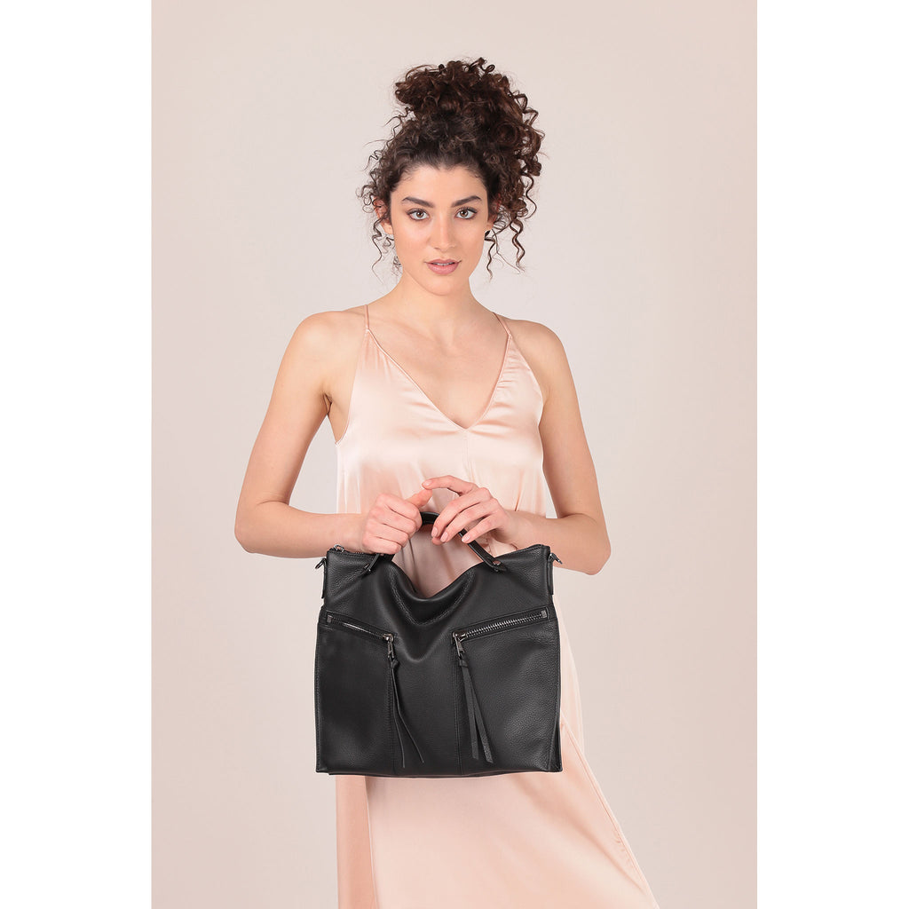 trigger convertible hobo black on figure top handle