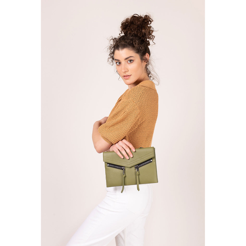 trigger crossbody moss on figure clutch