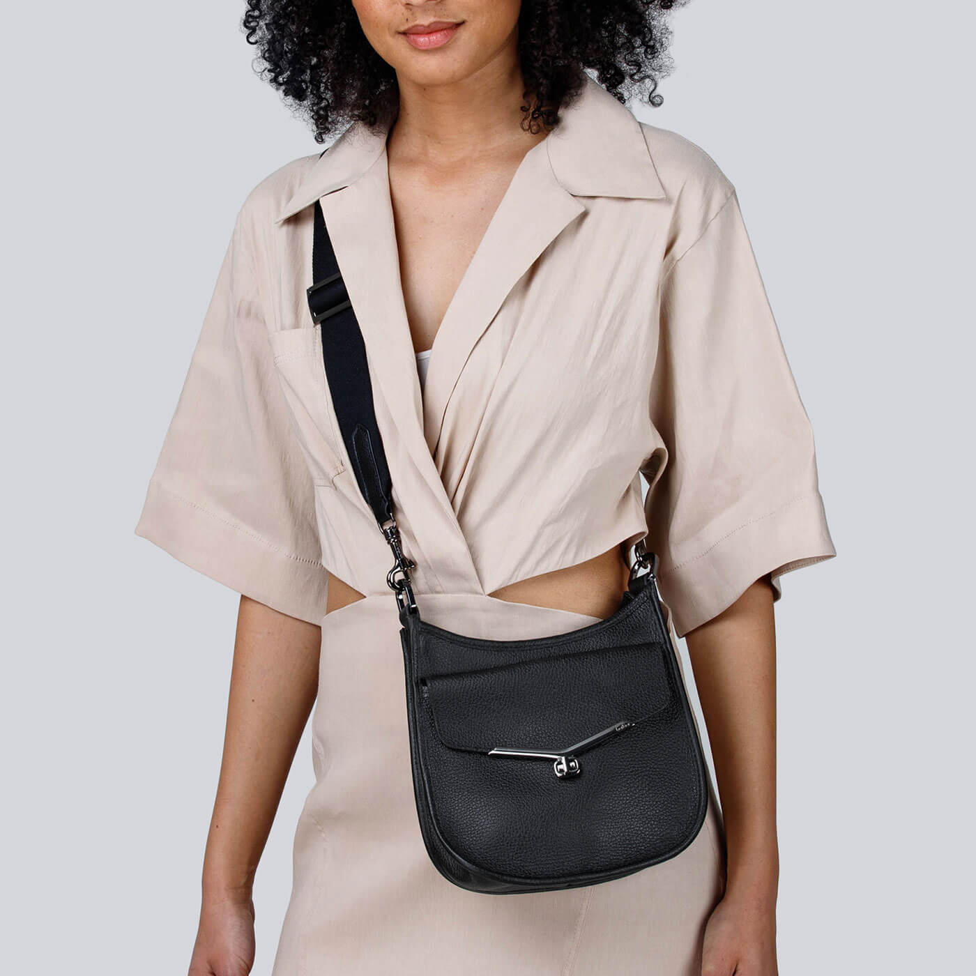 Details about  /MADE IN ITALY VALENTINA  LEATHER CONVERTIBLE BUCKET TOTE//HOBO IN IVORY//BLACK NWT