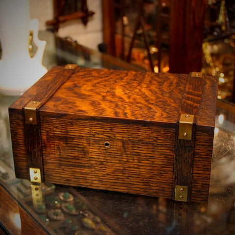 Arts & Crafts Quarter-Sawn-Oak Box (LEO Design)