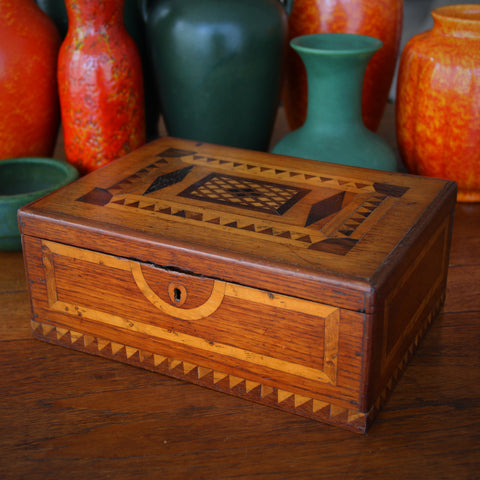 Nineteenth Century Sewing (Jewelry) Marquetry Box with Removable Inner Tray (LEO Design)