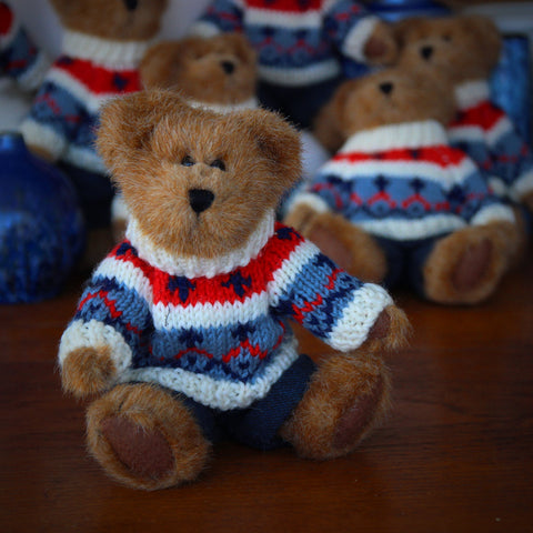 Little Teddy Bear with Knitted Ski Sweater (LEO Design)
