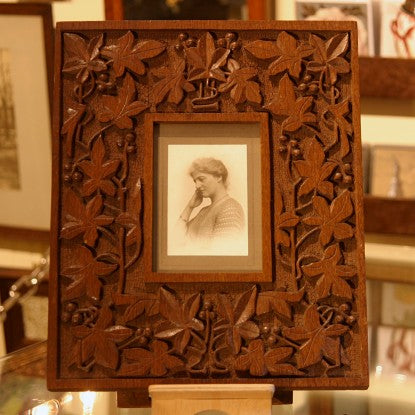 English Arts & Crafts Oak Photo Frame with Deeply-Carved Botanical Decoration (LEO Design)