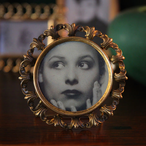 French Twenties Round Brass Frame with Garland of Fleurs de Lys (LEO Design)