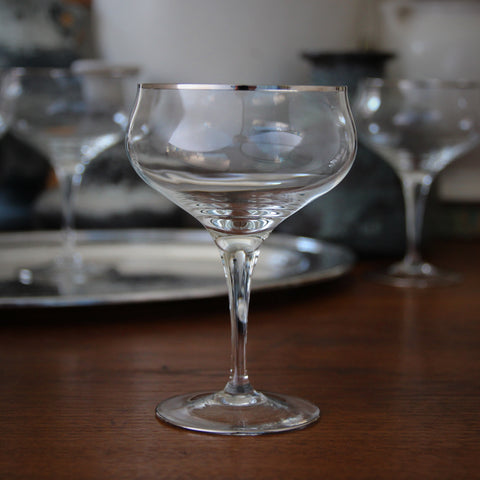 Set of Four Tulip-Form Crystal Coupes with Platinum Rims (LEO Design)