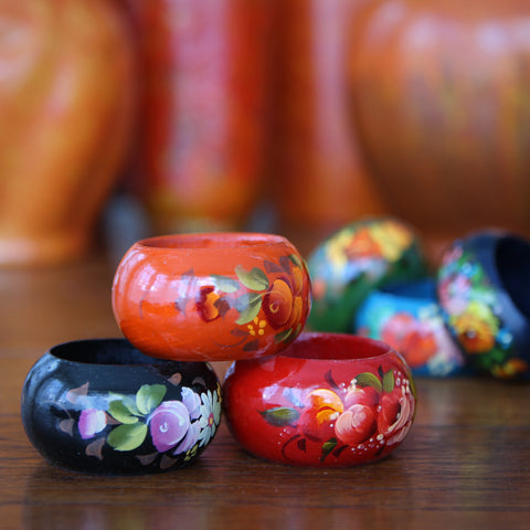 Set of Six Hand-Painted Wooden Napkin Rings with Flamboyant Floral Decoration (LEO Design)