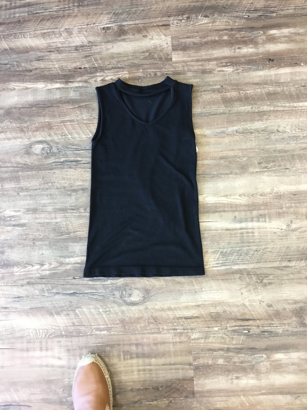 Ribbed Sleeveless Choker Neck