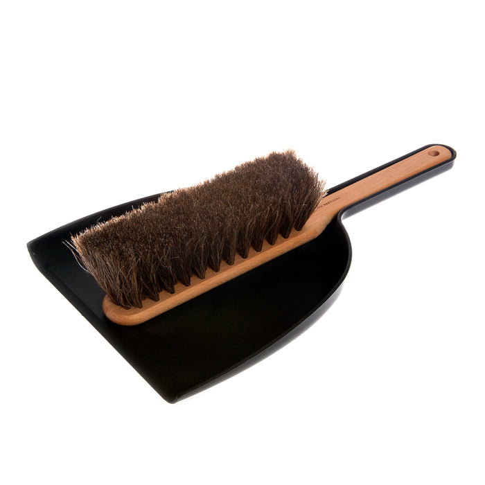 Iris Hantverk Dustpan & Brush set in black