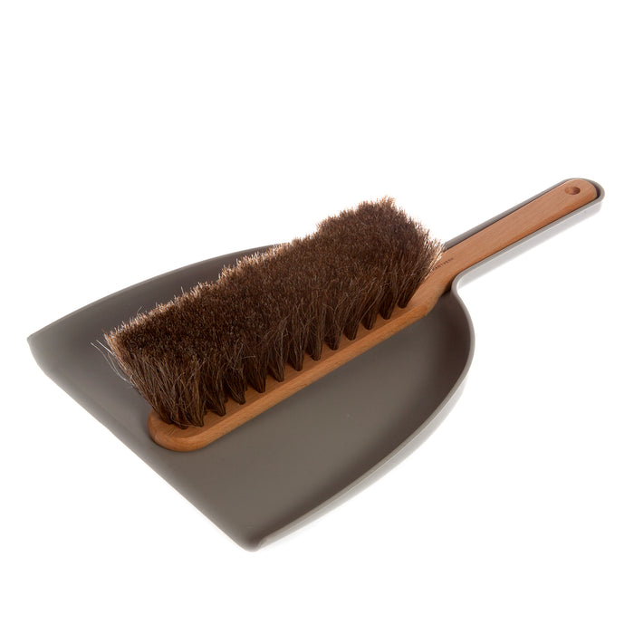 Iris Hantverk Dustpan & Brush set in grey