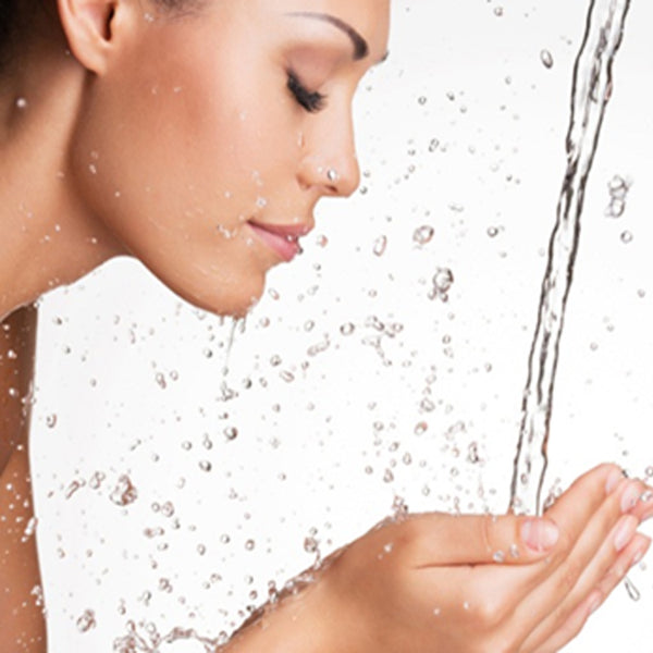 THE MUST HAVE MOISTURE MAGNET FOR RADIANT SKIN: Hyaluronic Acid!