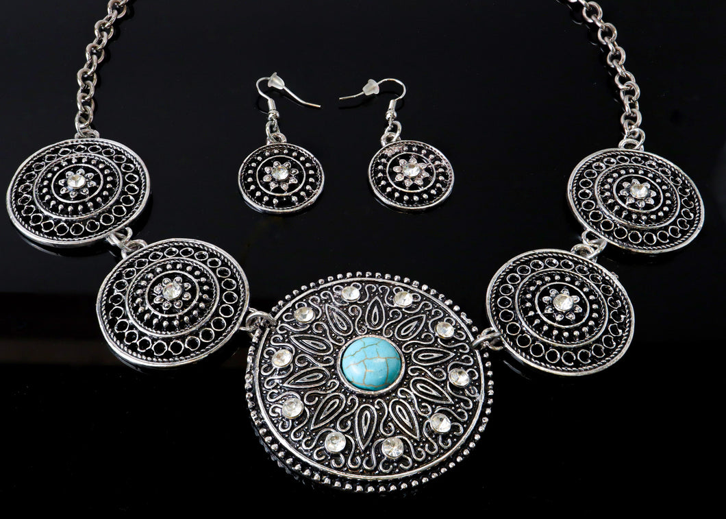 Circle shaped Metal Necklace with blue stone   Circle shaped  Metal necklace  Claw clasp  blue stone