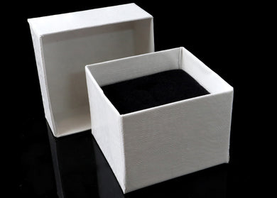 Our Beautiful Velvet Ring Box is the perfect way to surprise who you love. These boxes are perfect for engagements, proposals, Wedding photos and gift for who you love or treat myself *  Color : White  Size : 2