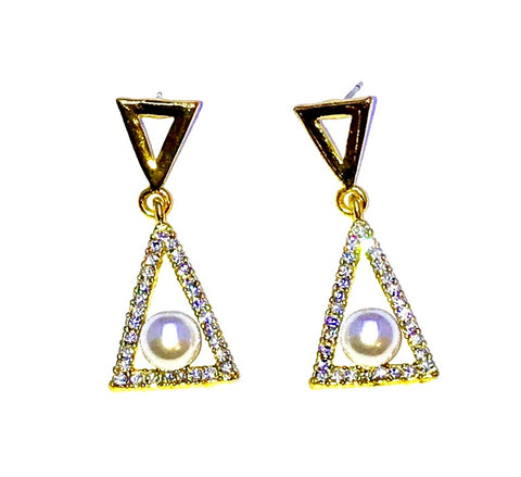 Golden Stud Triangle with a pearl earrings Ole