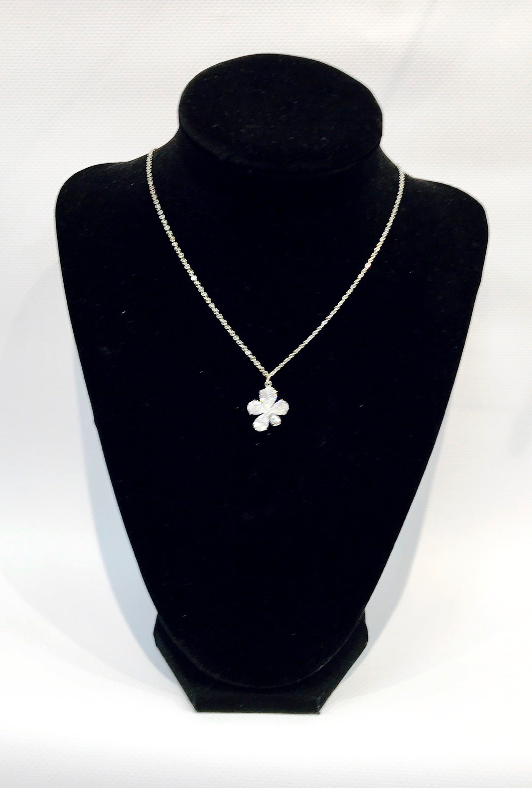 Stud flower necklace