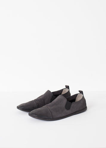 Low Chelsea Boot in Black