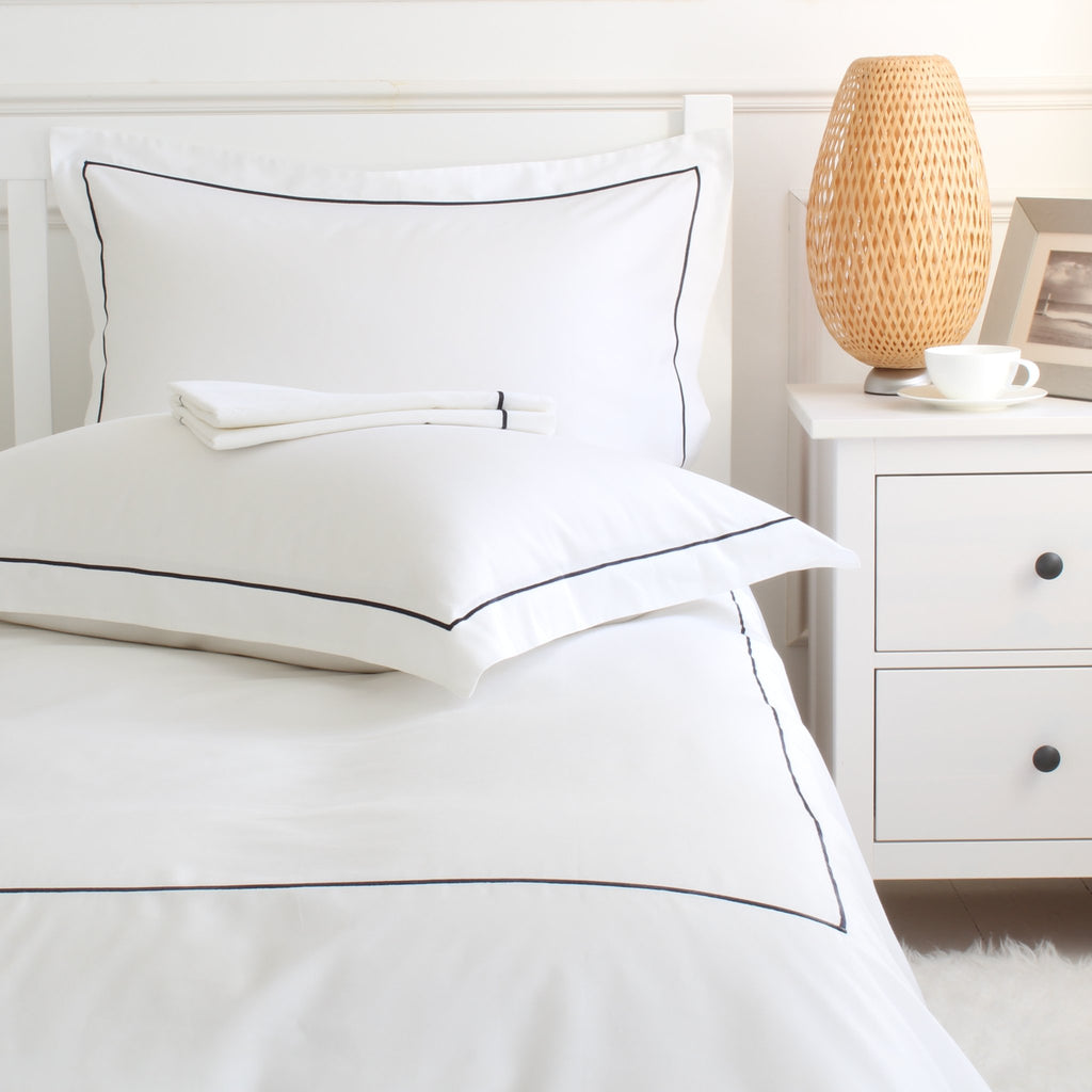 EARL Luxury Cotton Duvet Cover Set White with Navy Single Row Cord