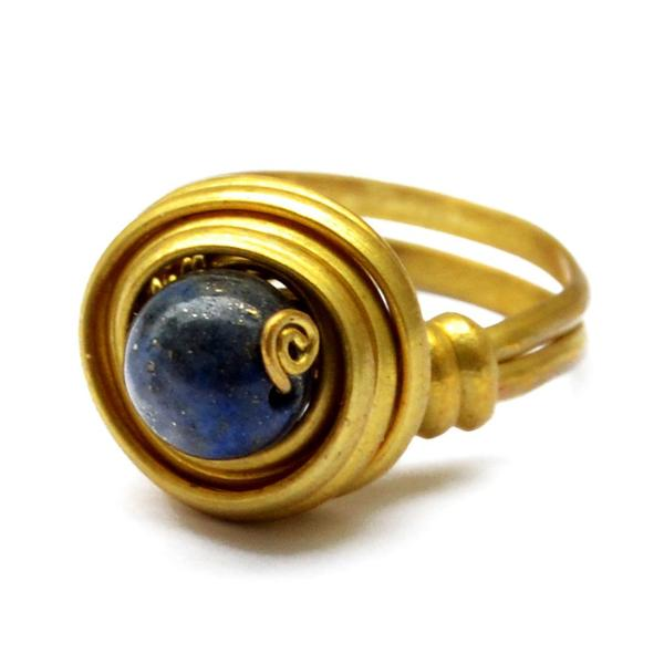 Spiral toe ring with lapis stone