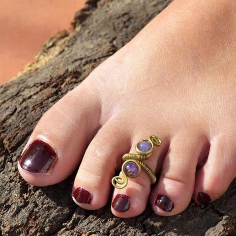 Toe ring with amethyst