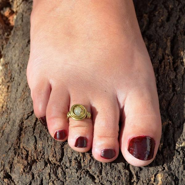 Swril toe ring