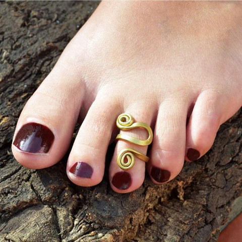 Spiral gold toe ring