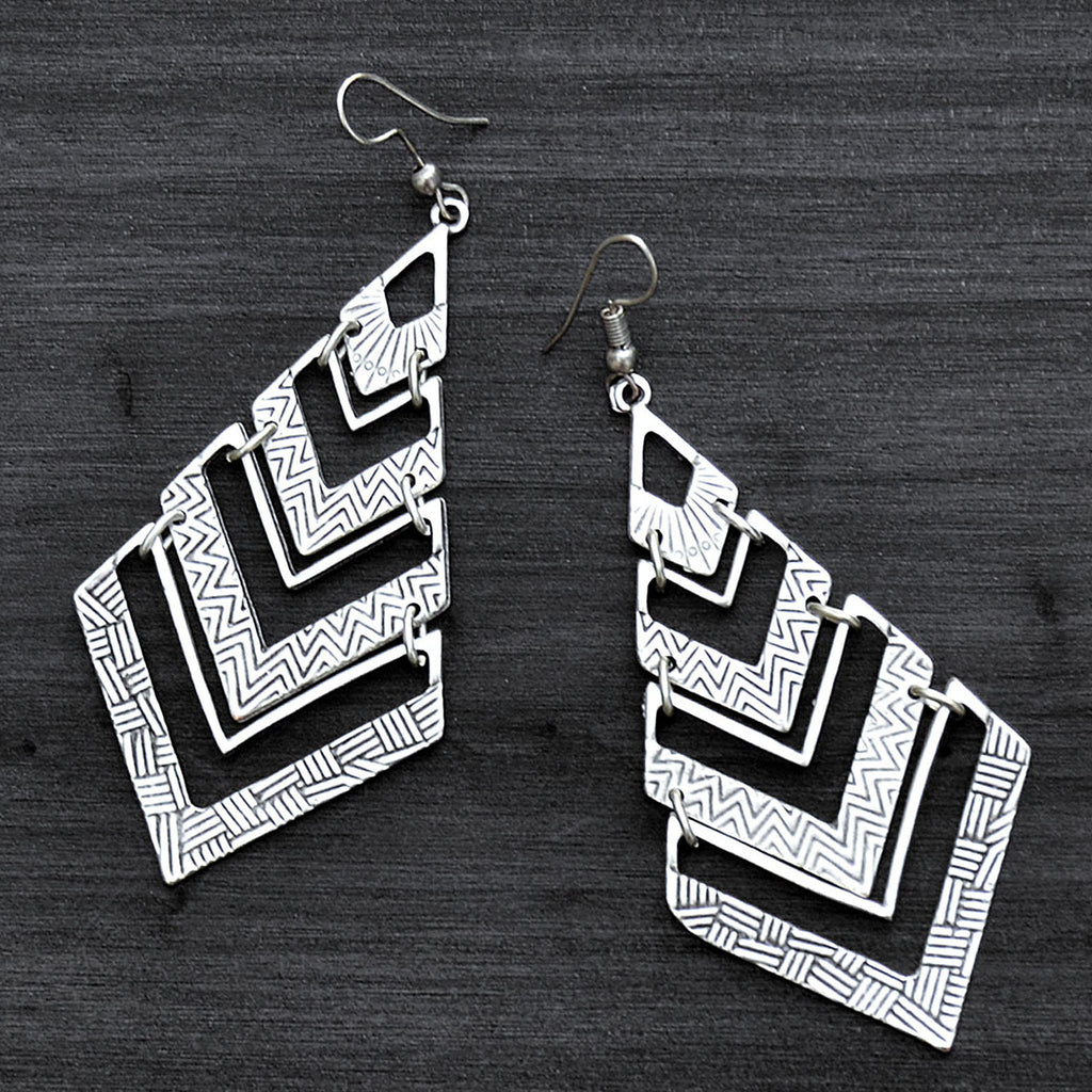 Geometrical drop earrings