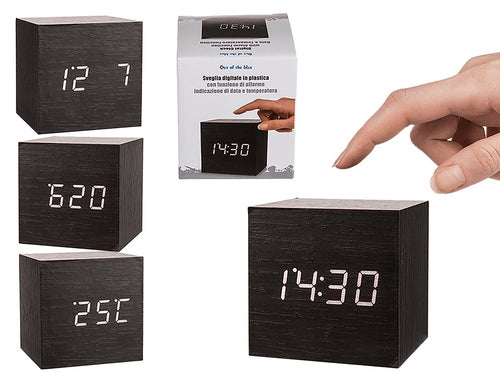 Plastic Wood Design digital clock