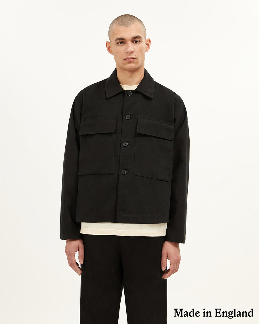 Bethnal Over shirt/Jacket in black with large chest pockets  ###  - Brushed cotton twill  - Boxy fit - Large chest pockets with double entry - 100% Cotton twill - Made in England