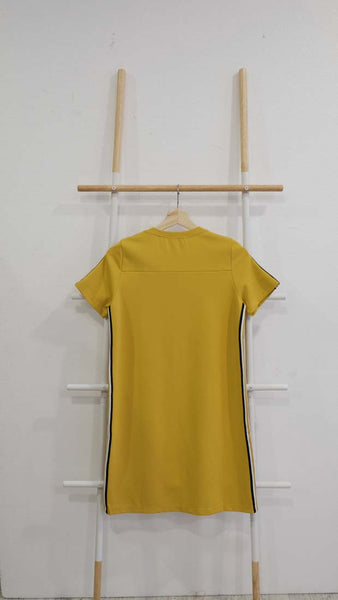 Casual – Sporty Midi Dress in Mustard