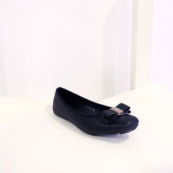 Bow Flat in Black