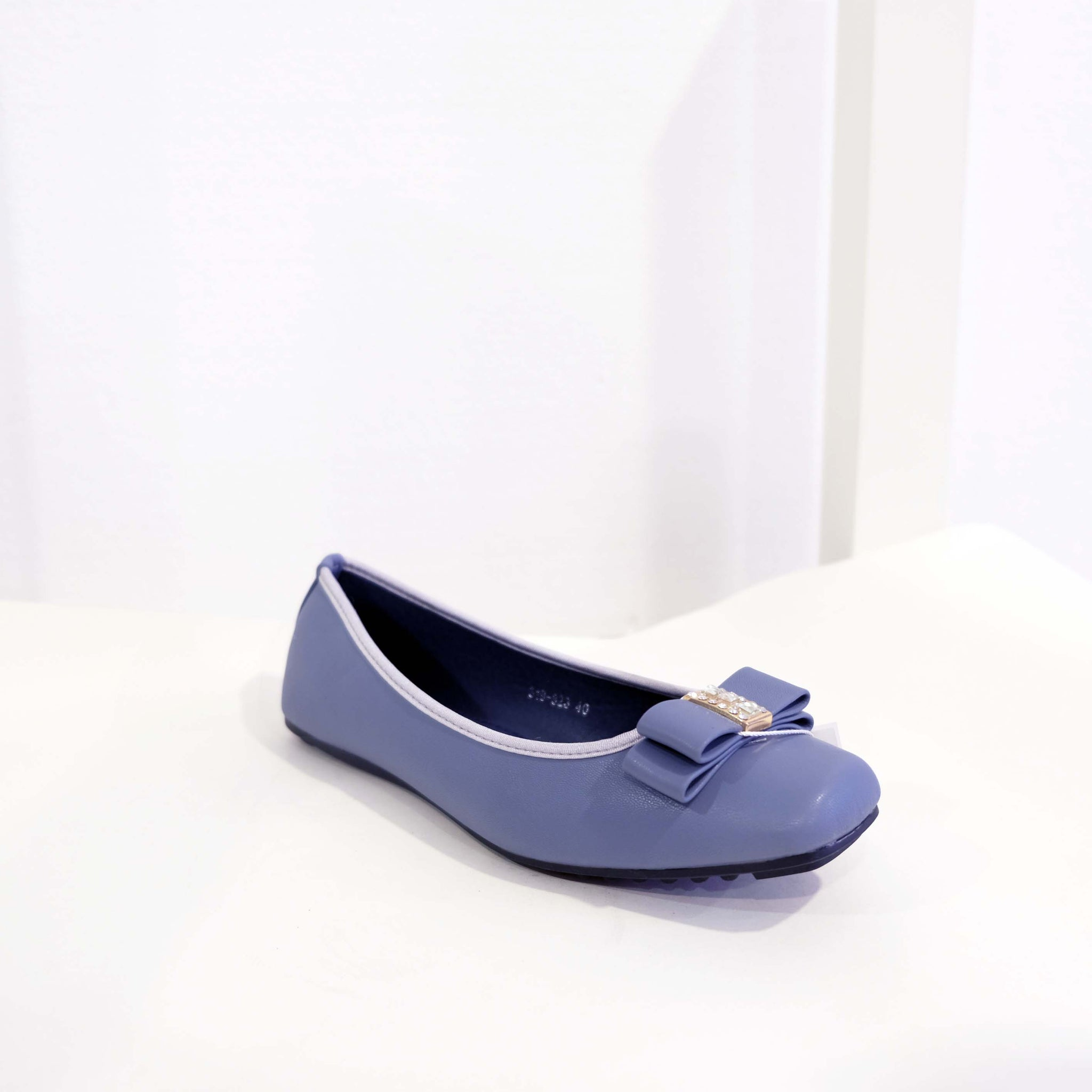 Bow Flat in Blue