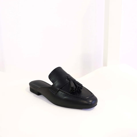 Tassel Flat in Black