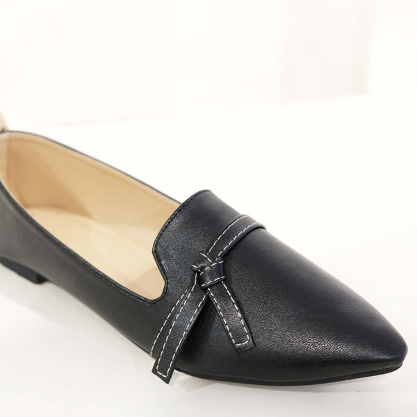 Classic Leather Flat in Black