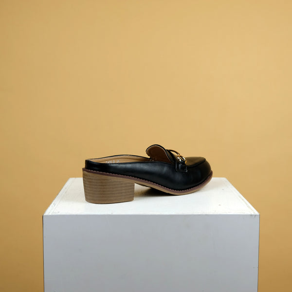 Dabrylla Loafers in Black