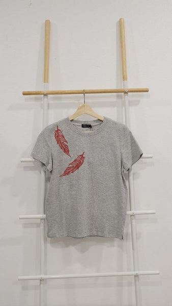Casual – Feather Embroidery Tee in Grey