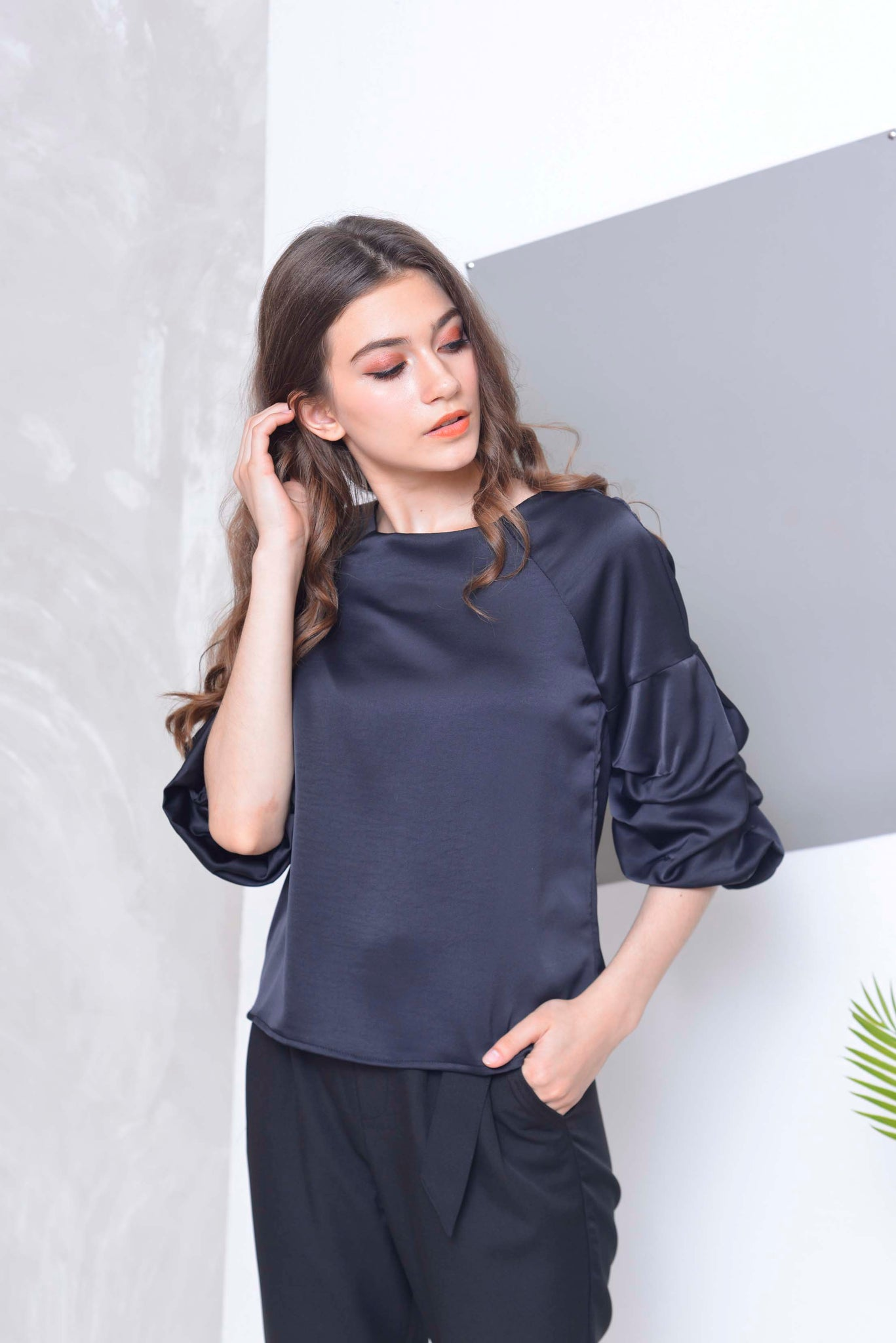 Basics-Floria Top in Black