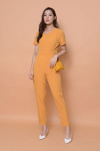Collection-designer jumpsuit in mustard