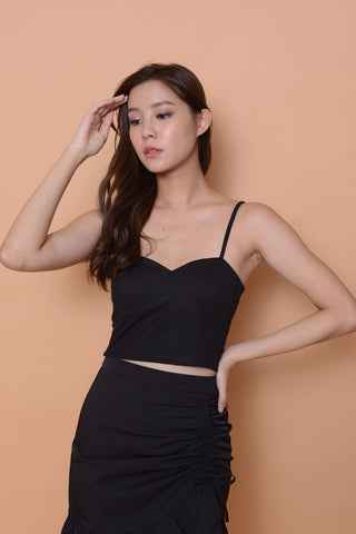 Casual-Sweetheart Crop Top in black