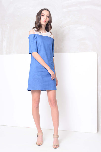 Casual-Jeans with lace mini dress in blue