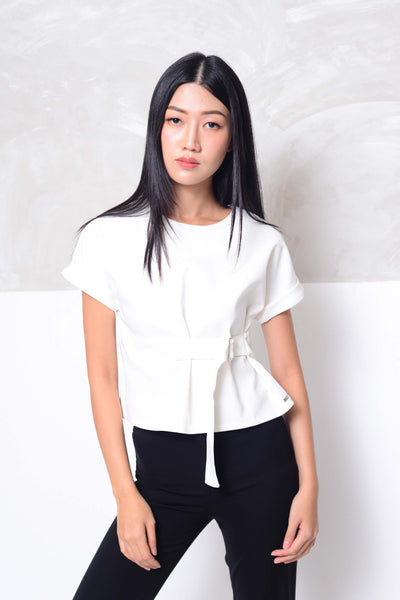 Collection - Design belt buckle blouse in white