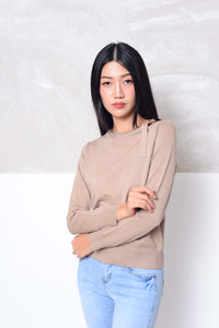 [FREE] Knit- Cut out shoulder knit top in brown