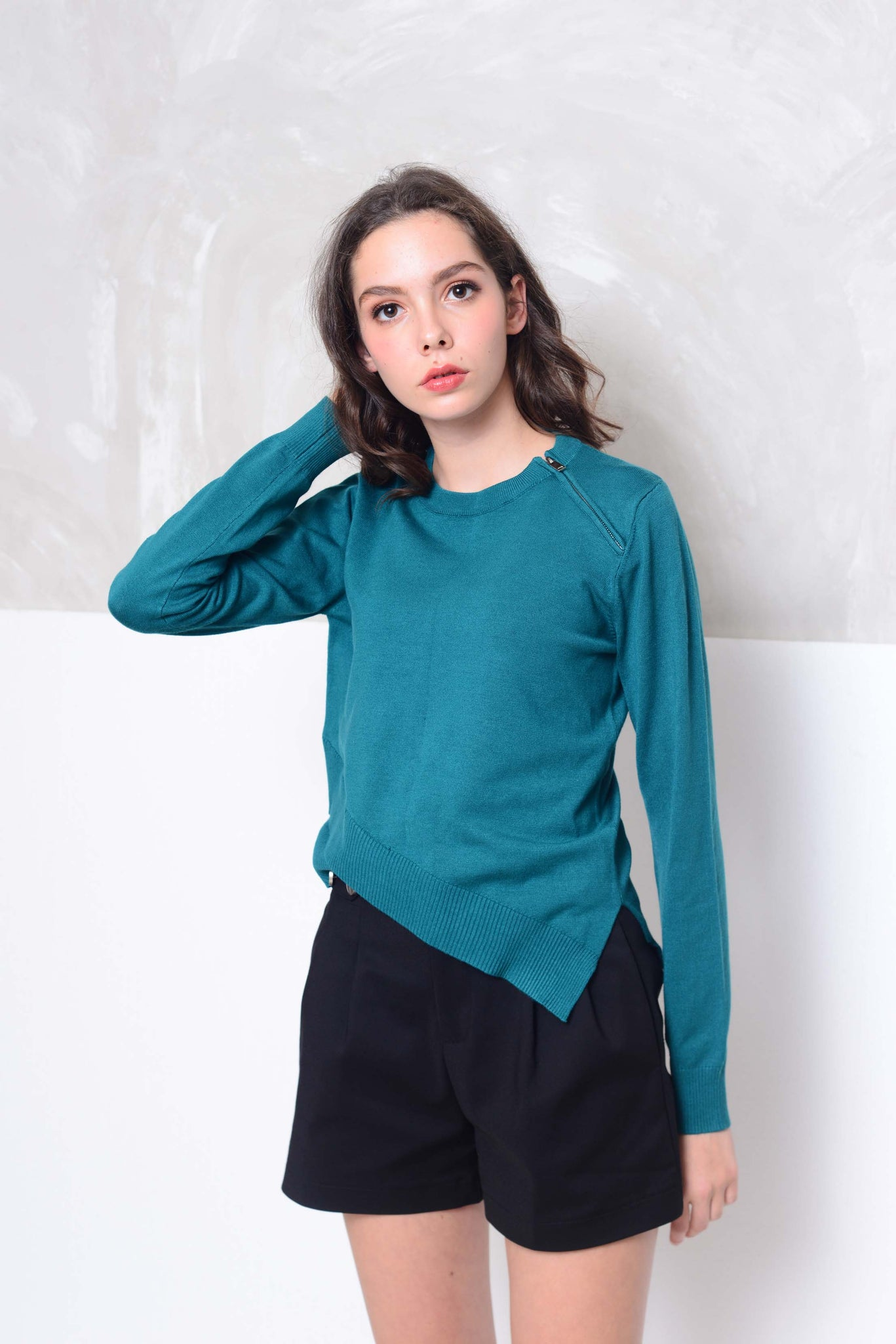 [FREE]Knit- Round neck cross layer knit top in green
